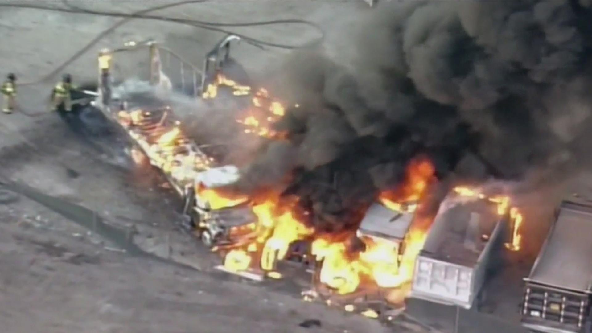 Resultado de imagen para camiones en llamas