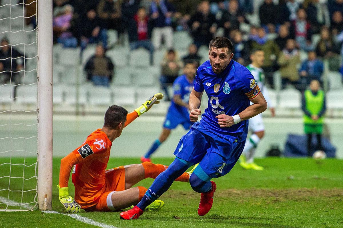 En fotos: Héctor Herrera salvó al Porto ante el Moreirense