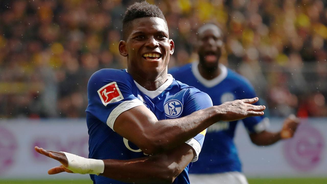 En fotos: Schalke se quedó con el Derbi del Ruhr y complicó al Dortmund