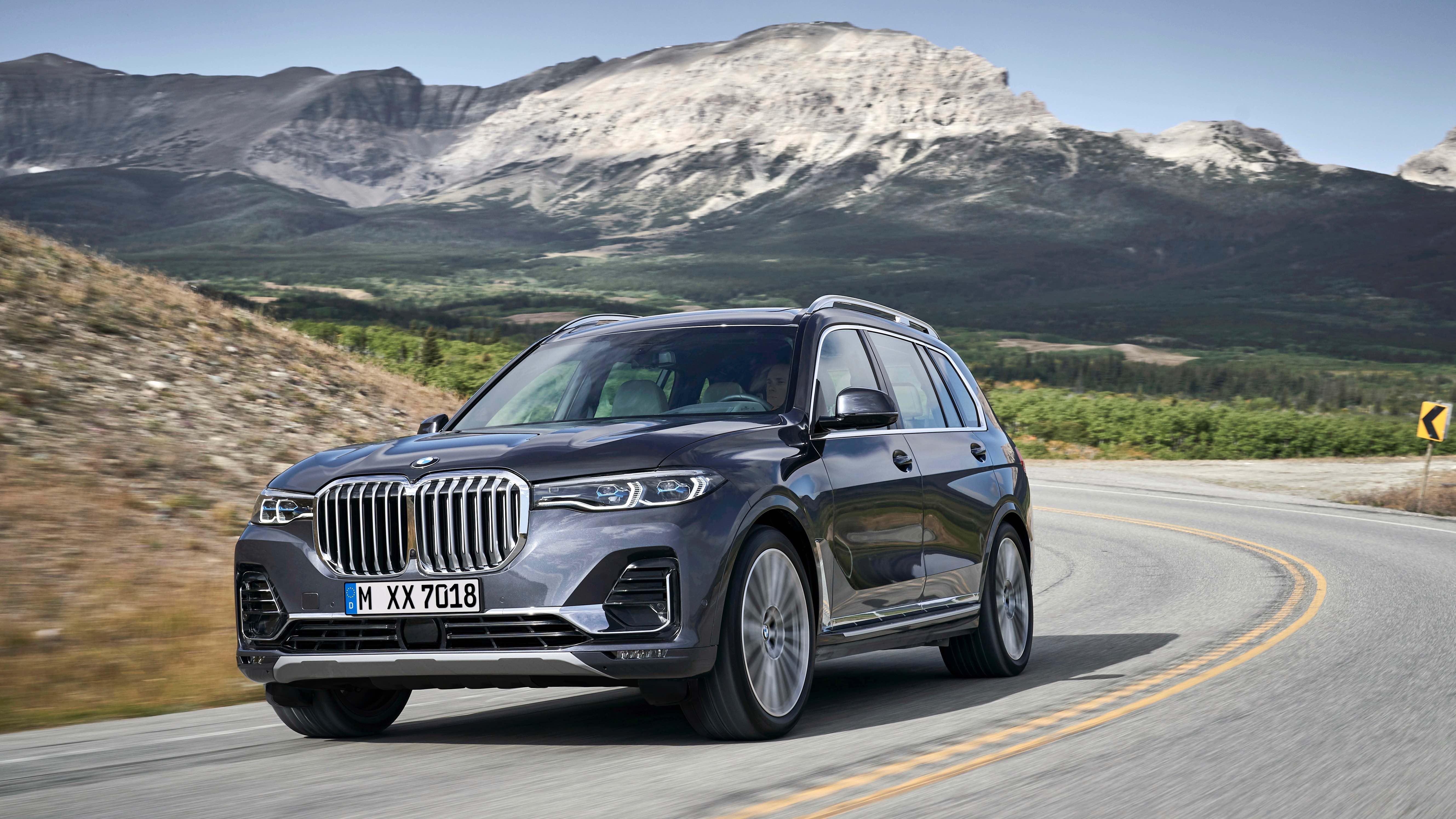 La BMW X7, la primera SUV tamaño grande producida su fabricante, llega tarde y es gigantesca