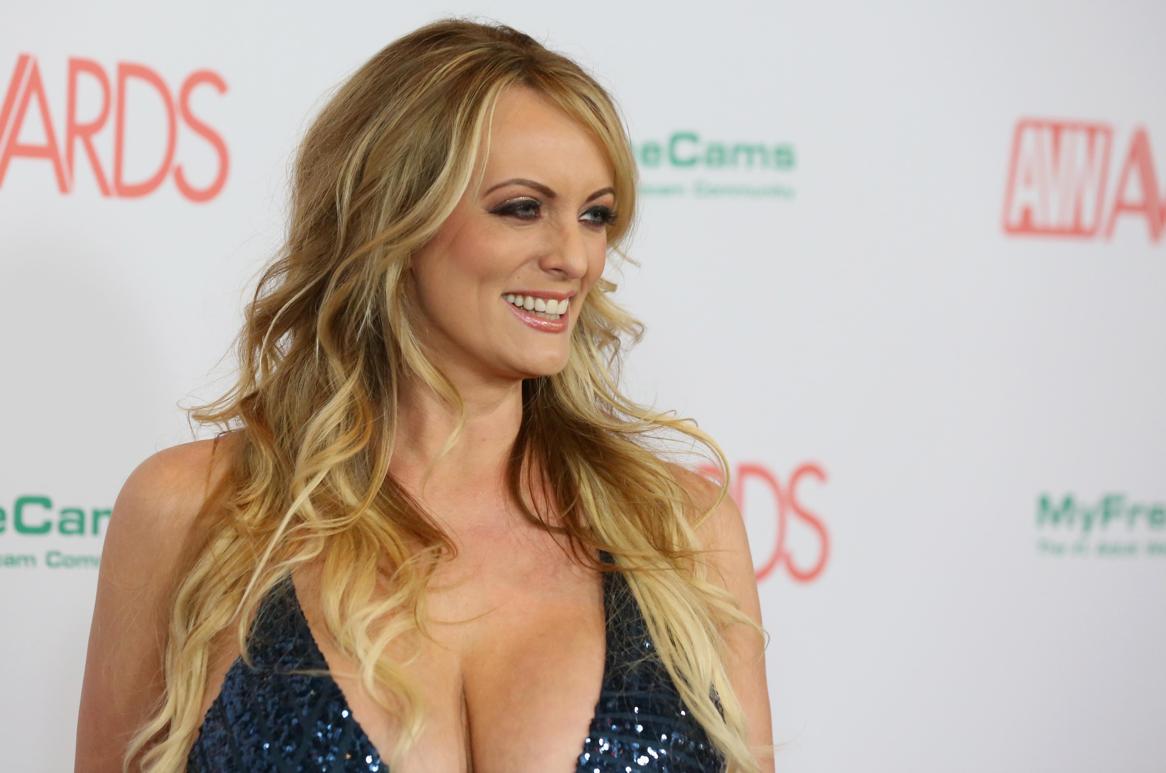 Actriz Porno Multa por qué la supuesta aventura de la actriz porno stormy