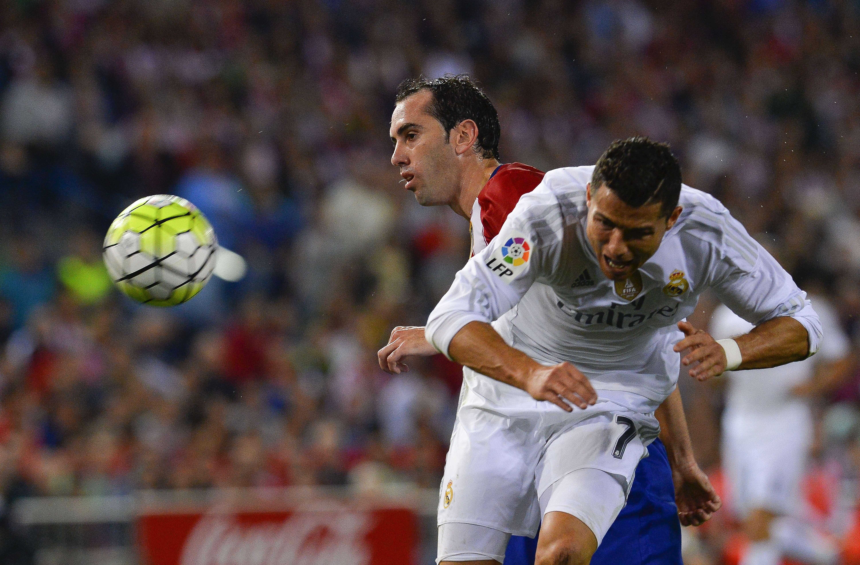 Real Madrid deja ir el triunfo y el liderato ante el Atlético de Madrid