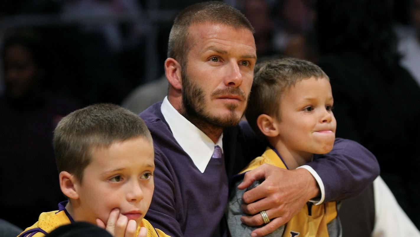 El hijo mayor de Beckham es una combinación perfecta: no se parece a ninguno de los dos