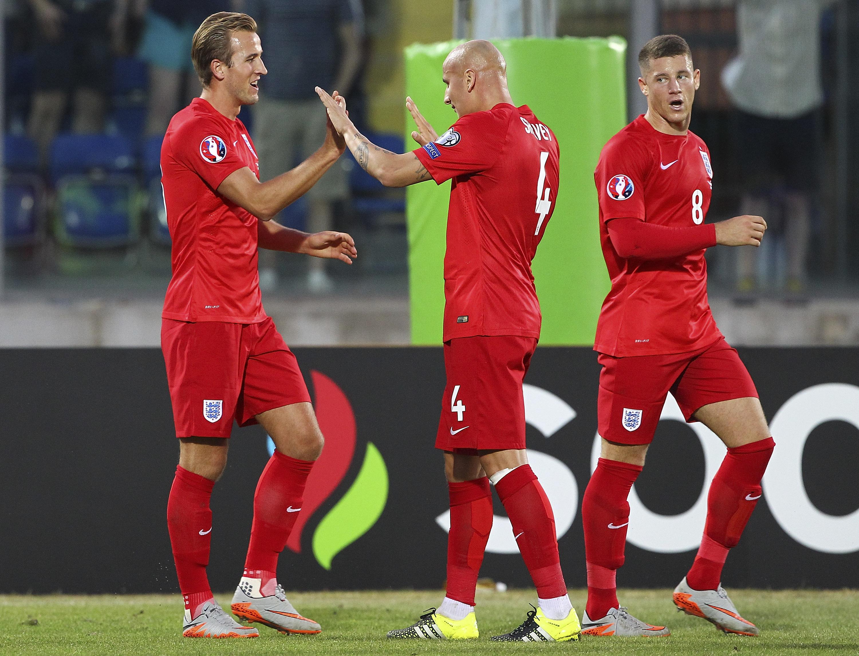 Victorias de Inglaterra y España los acercan a la Eurocopa