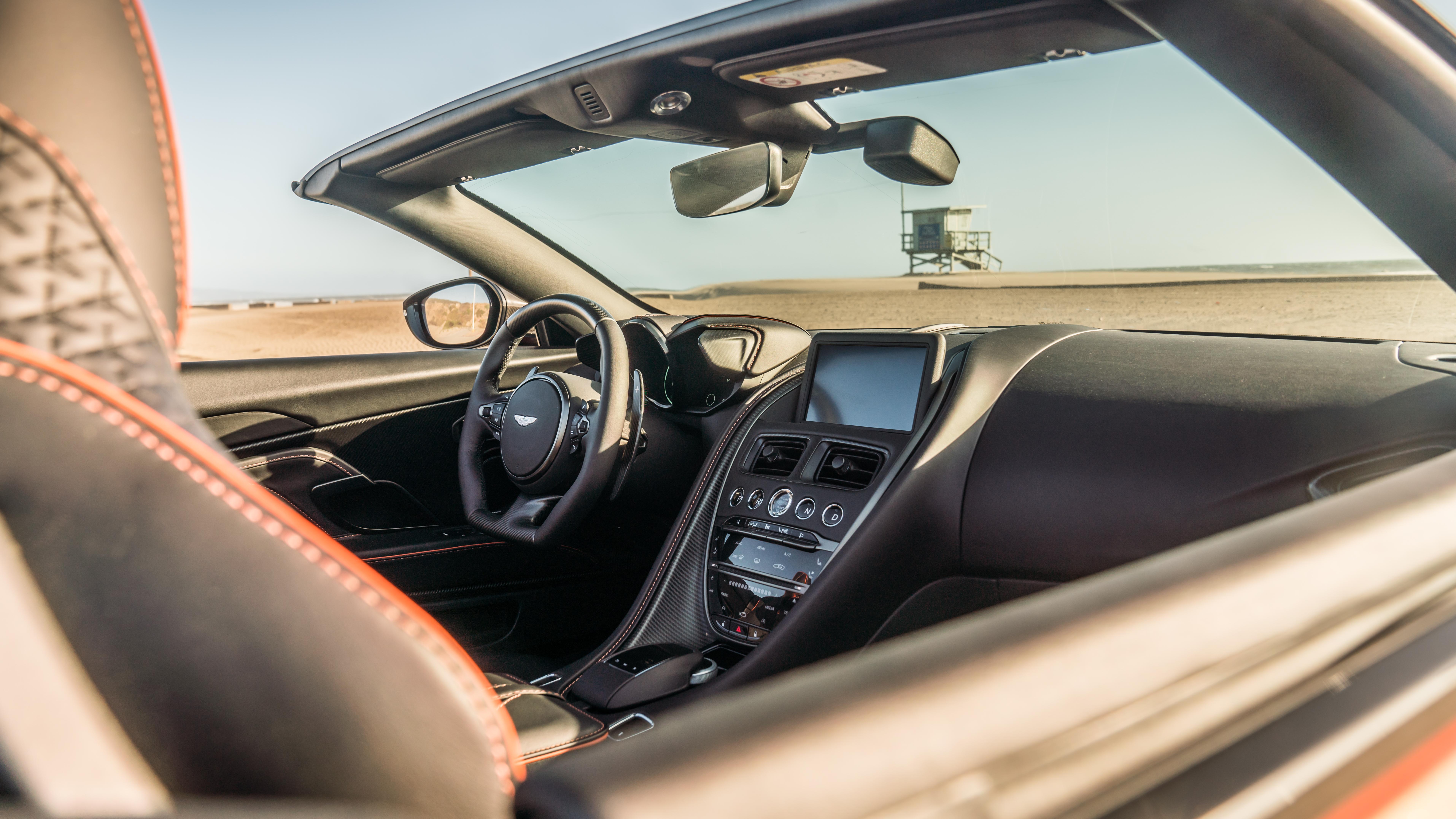 Aston Martin Dbs Superleggera Volante 2020 A Bordo Univision