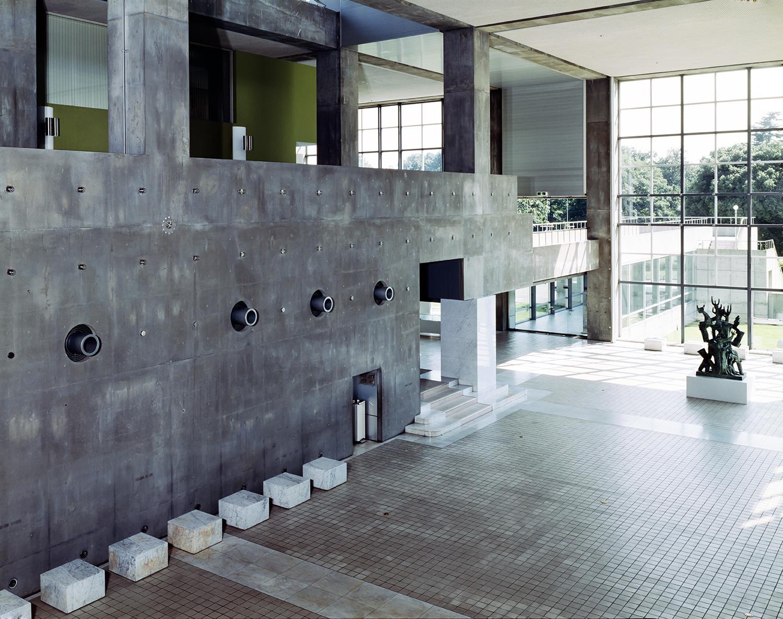 La entrada al vestíbulo del Museo de Arte Contemporáneo de Gunma, abierto en 1974.