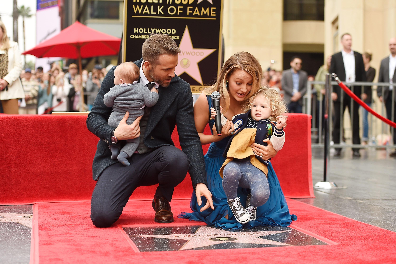 Ryan Reynolds y Blake Lively posan en familia por primera vez
