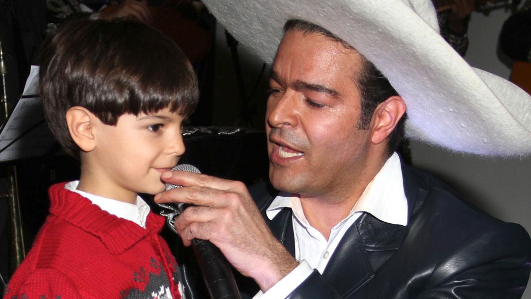 Pablo Montero interpretará a Carlos Gardel en película de Hollywood -  Univision daccb95793b
