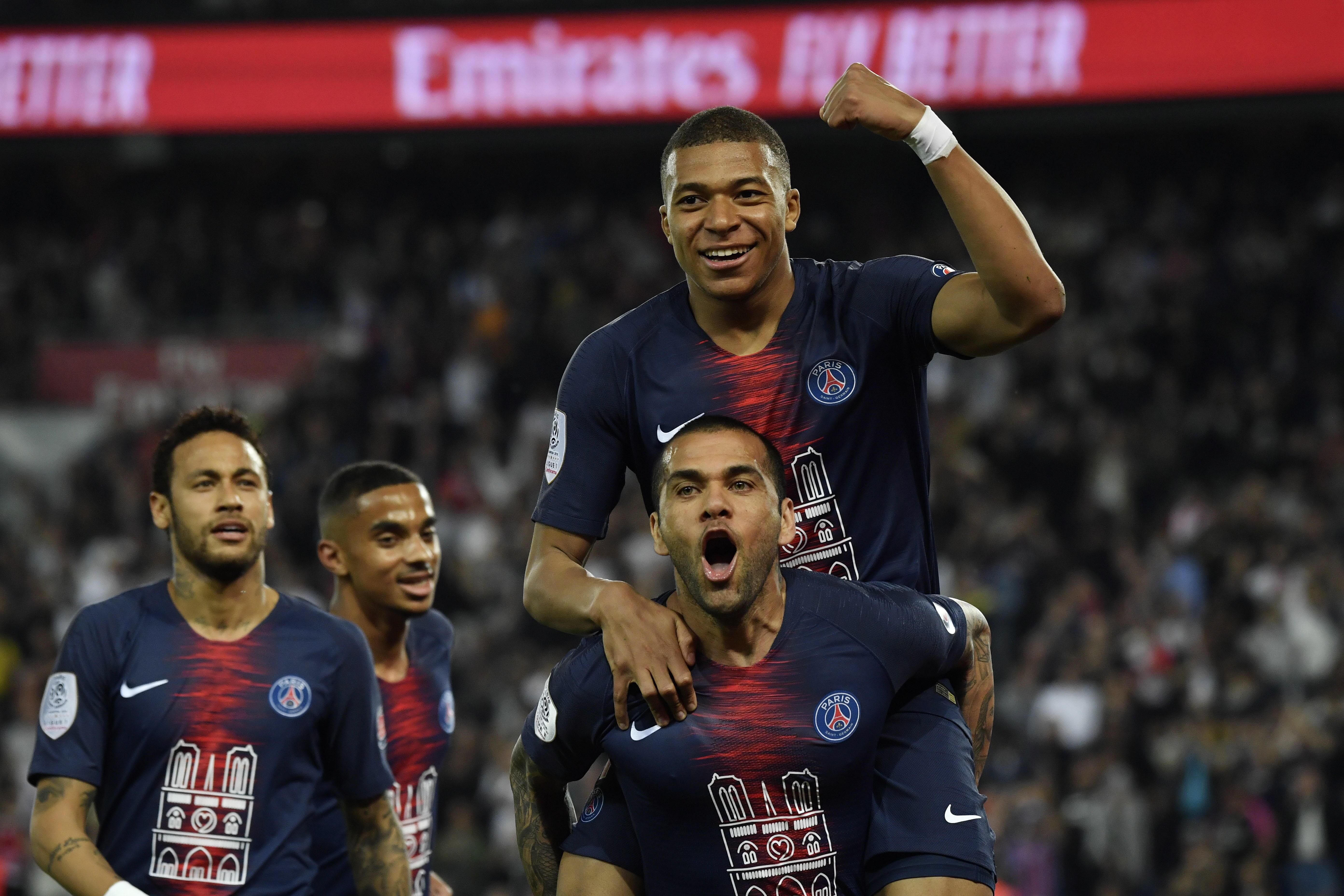 En fotos: con hat-trick de Mbappé el Paris Saint-Germain se corona campeón en Francia
