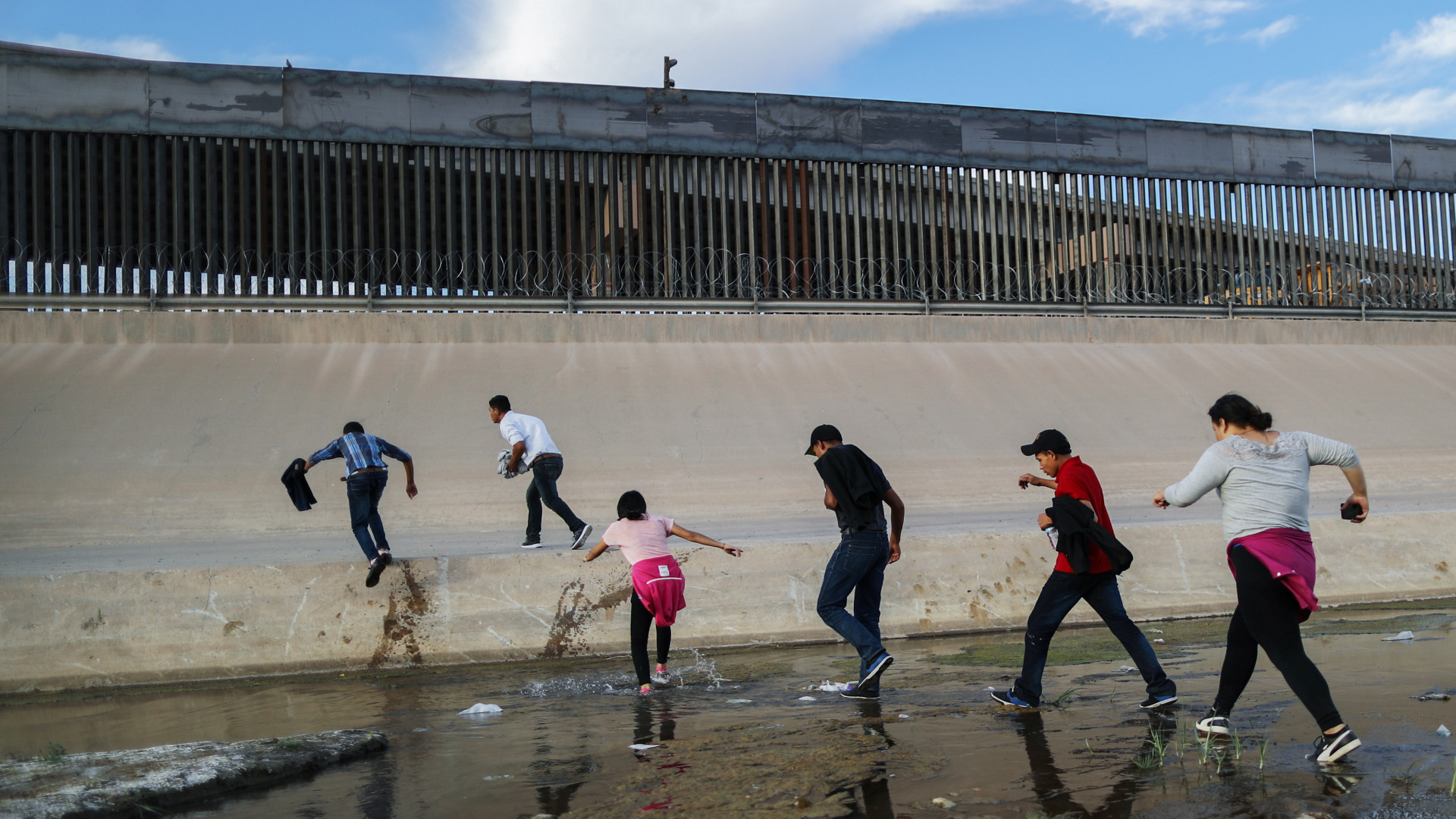 Corte Suprema escucha argumentos en caso que decidirá si beneficiarios del TPS  pueden recibir la residencia | Noticias Univision Inmigración | Univision