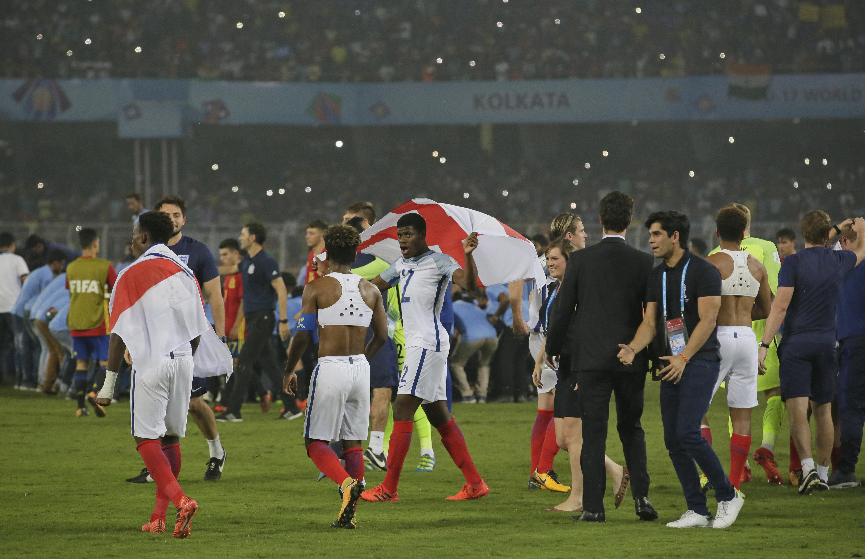 Inglaterra pasó del susto a una heróica remontada para ser campeón del 'Mundialito'