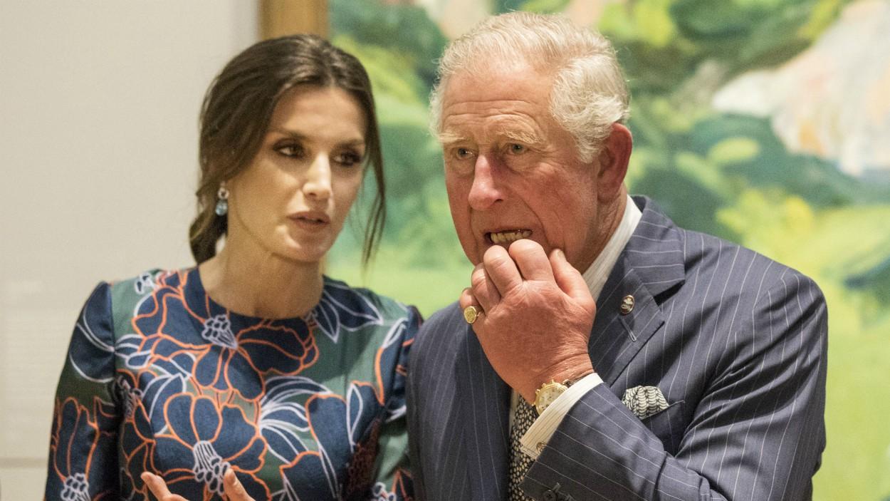 La reina Letizia de España por poco echa a perder su encuentro con el príncipe Carlos de Inglaterra 😱