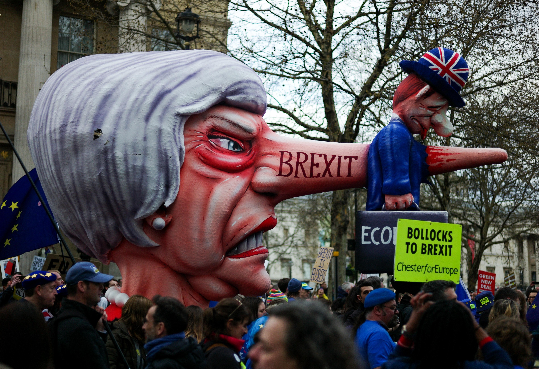En fotos: Decenas de miles de británicos salen a las calles para exigir un nuevo referendo sobre el Brexit