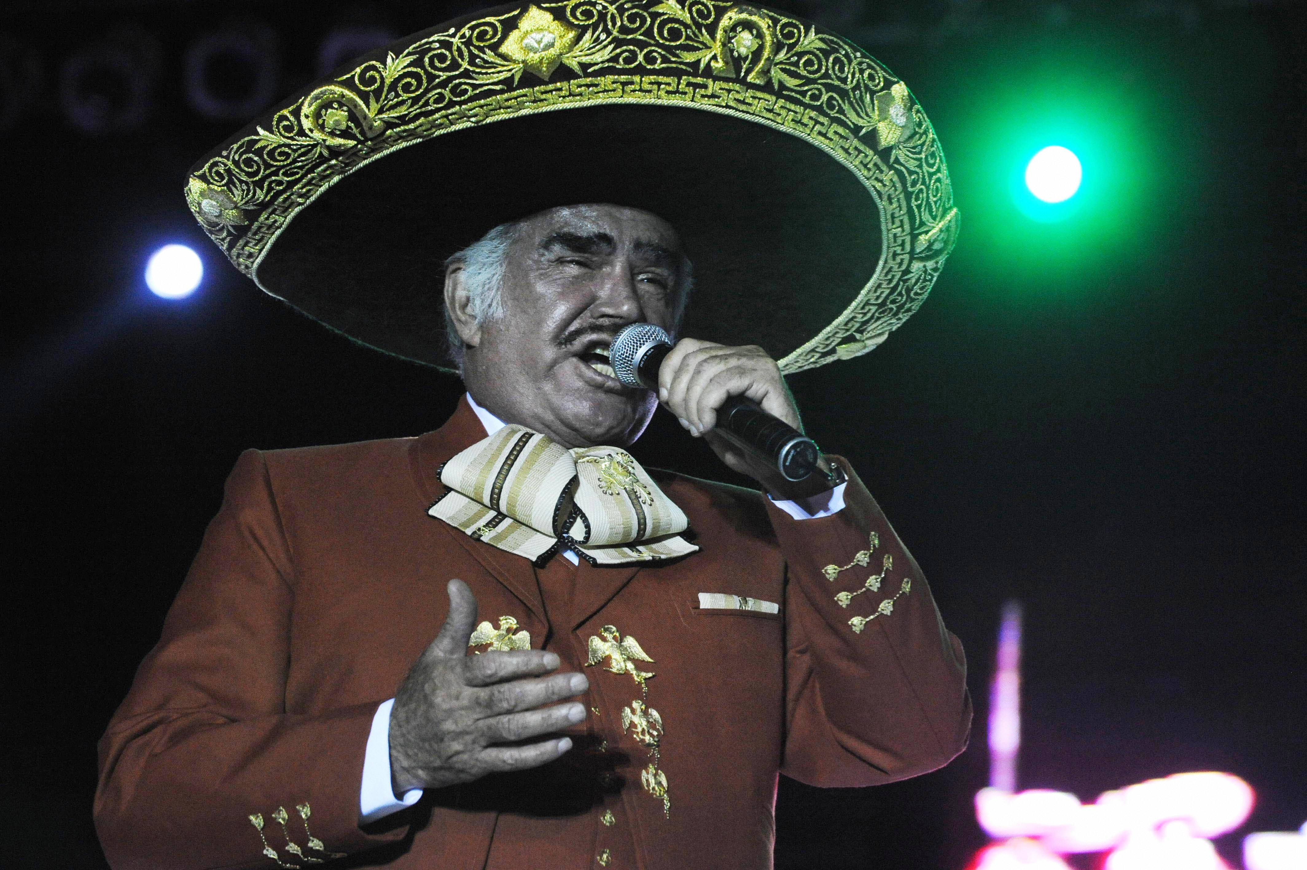 """Vicente Fernández muere otra vez en internet y mira qué le mandó a decir a su """"asesino"""""""