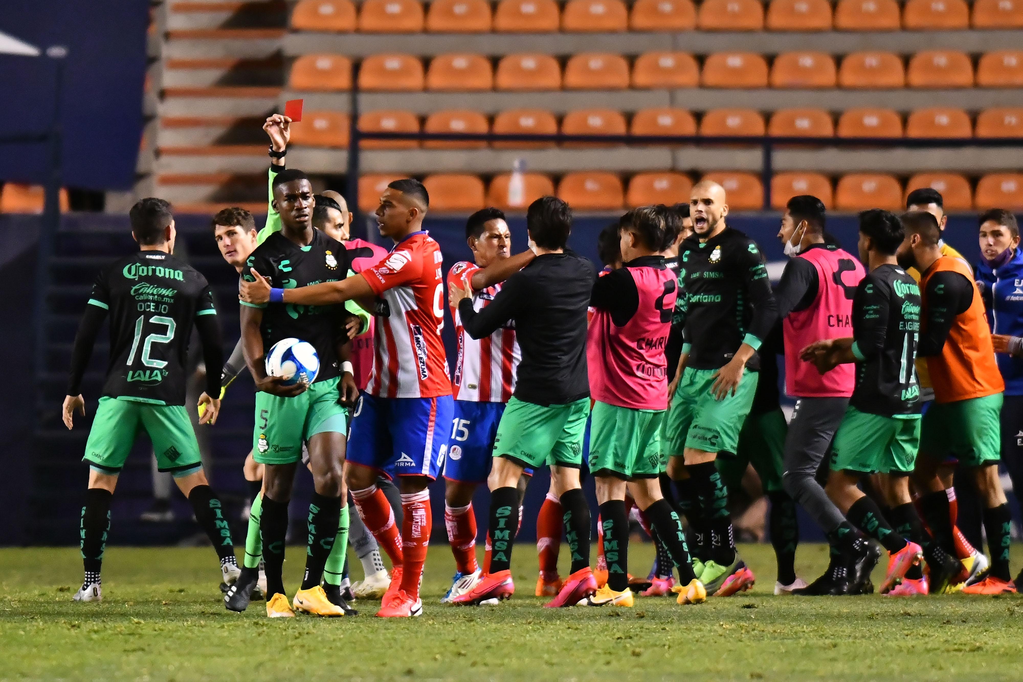 Félix Torres es suspendido dos juegos por la Liga Mx tras ser expulsado ante San Luis