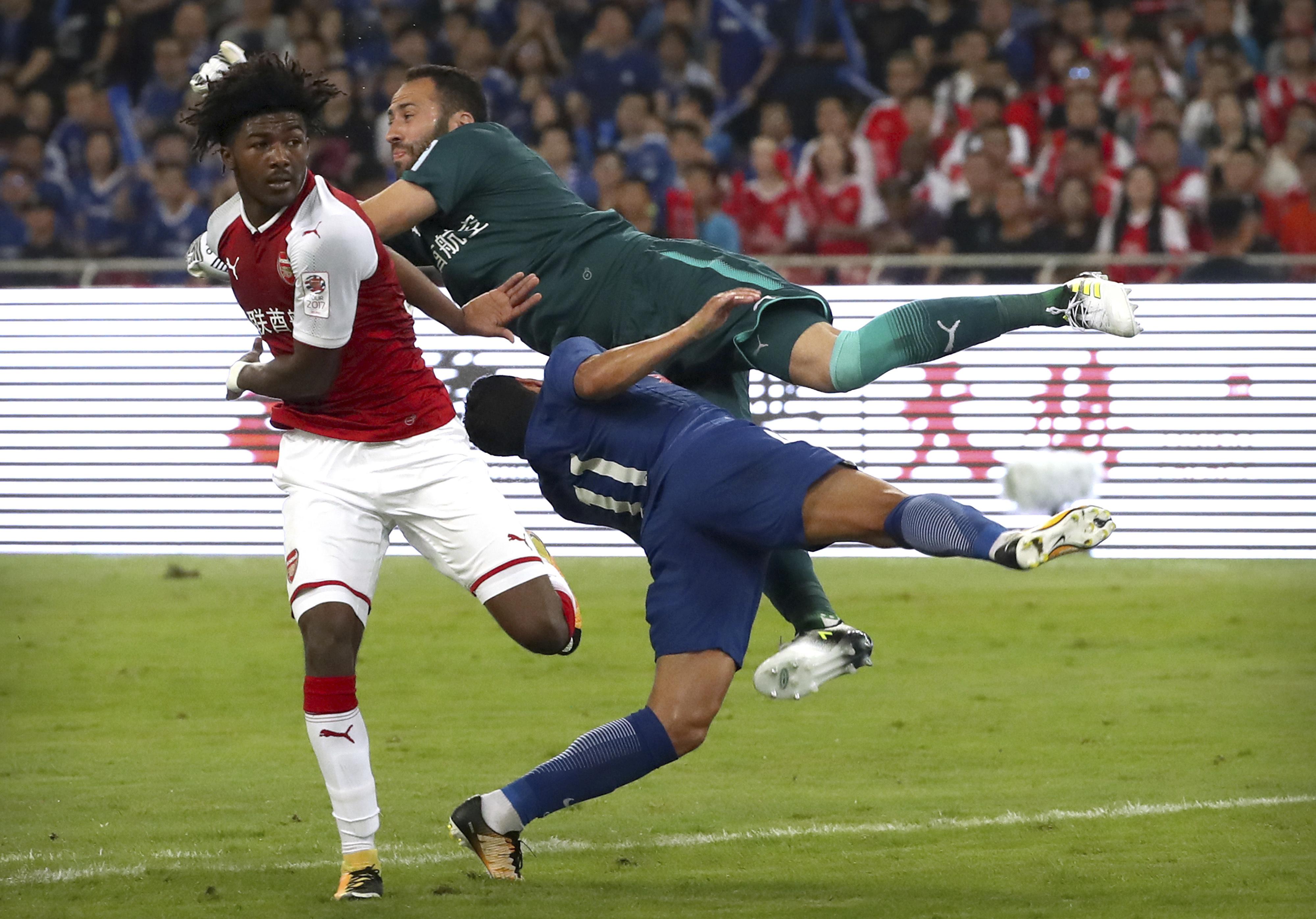 Al detalle: Así fue el golpe que le causó fracturas múltiples a Pedro en Chelsea-Arsenal