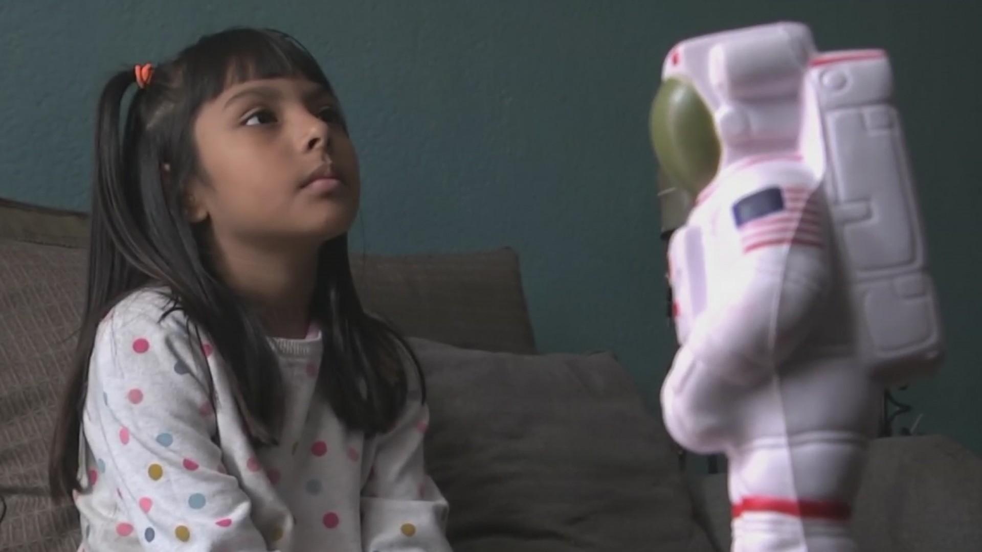 Resultado de imagen para adhara perez niña genio