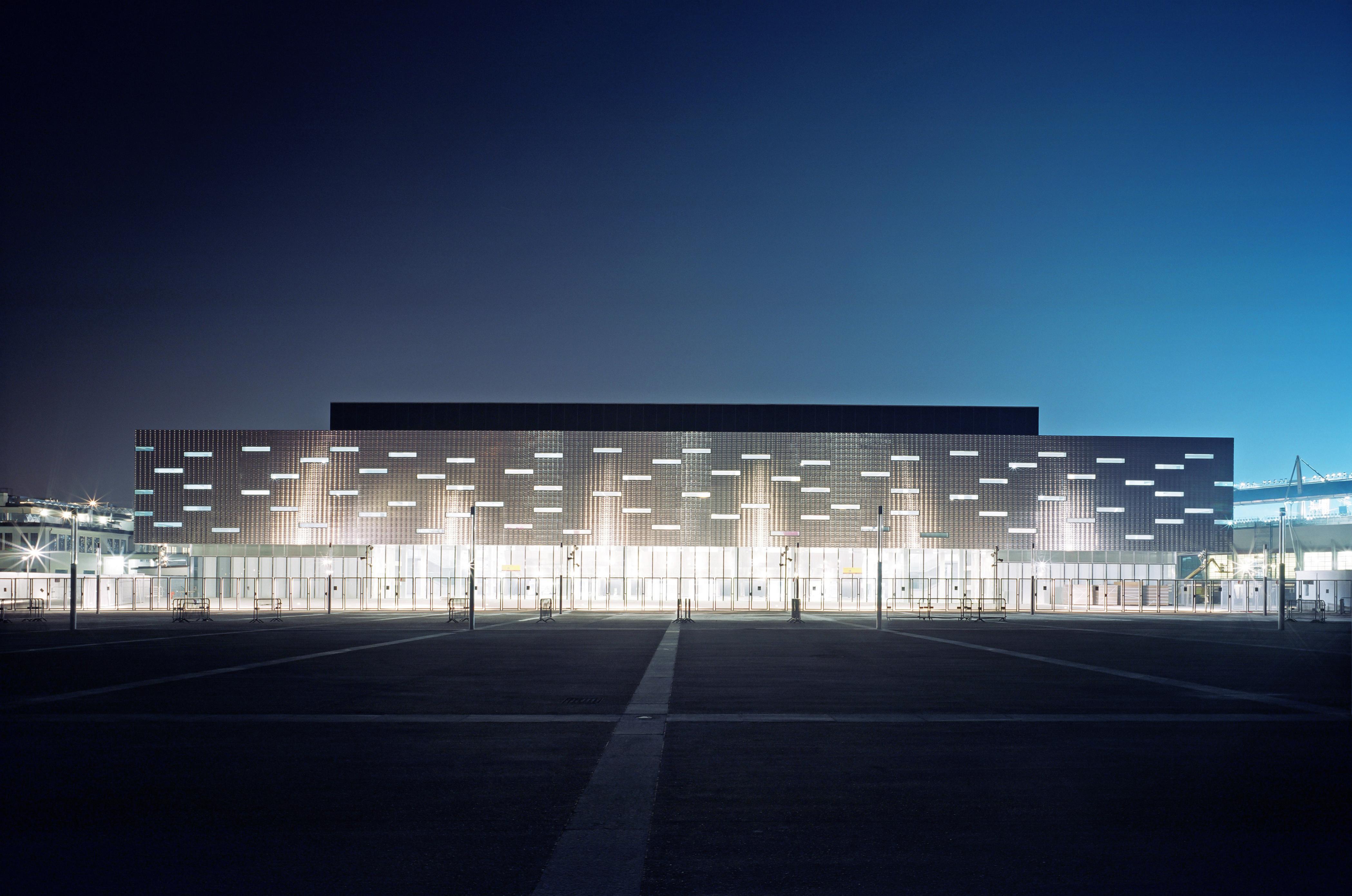 El Pala Alpitour, un recinto deportivo multiusos en Turín, Italia. Tiene una capacidad para 12,350 personas y es el estadio cubierto más grande de Italia. Fue construido para los Juegos Olímpicos de Invierno de 2006.