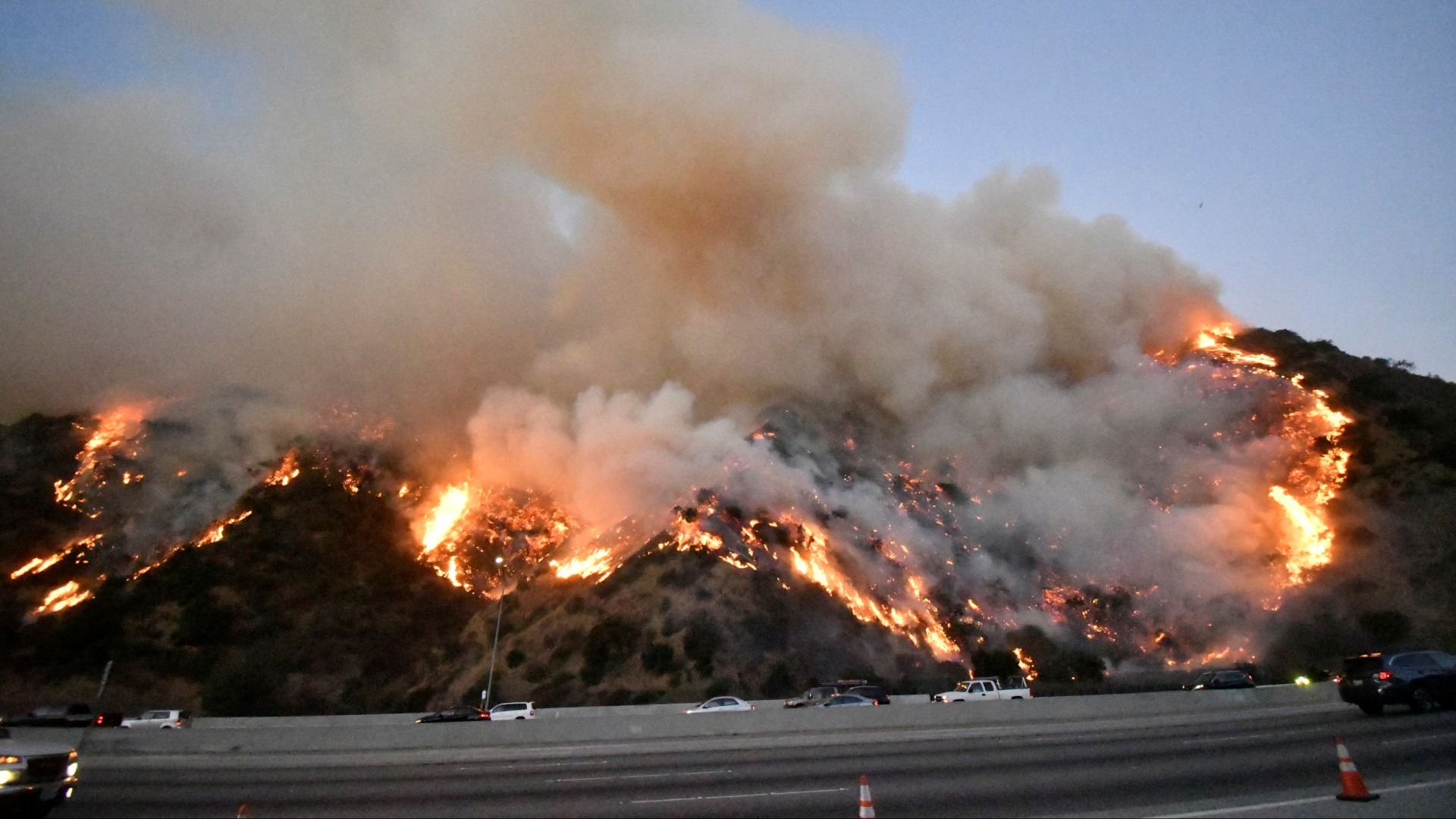 showing extreme fire behavior - 992×744