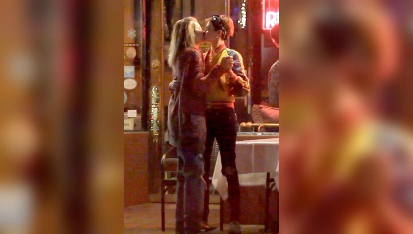 El beso que confirma la relación lésbica de la hija de Michael Jackson