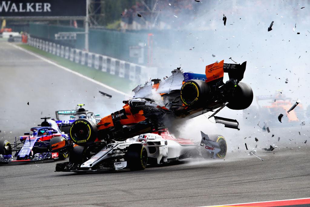 En fotos: El aparatoso accidente de Fernando Alonso en el Gran Premio de Bélgica