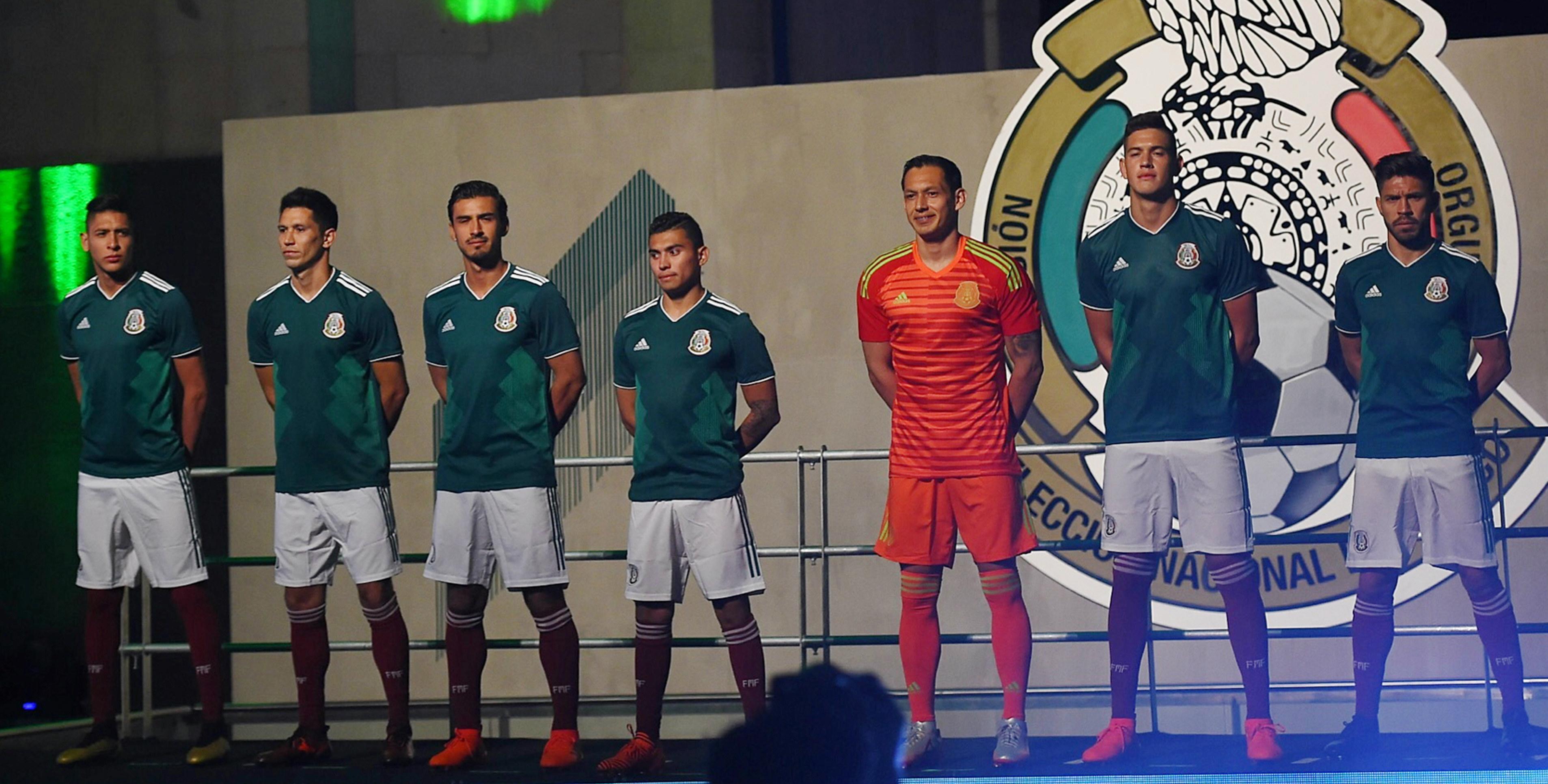 México presentó su nuevo uniforme para Rusia 2018  aa71b23361594