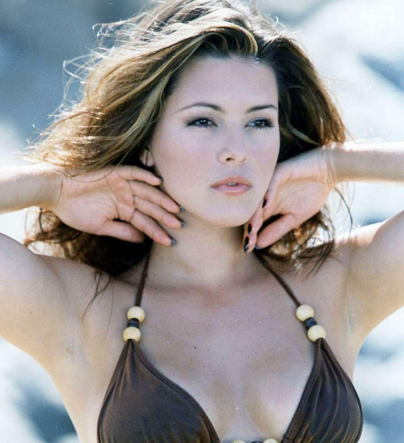 alice-machado-bikini-wifey-handjob-world