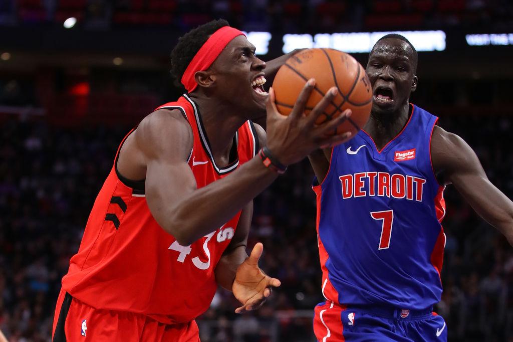 Blake Griffin se lució con 27 puntos y siete rebotes para la causa de Detroit, que todavía persigue un sitio en los Playoffs. Por los Raptors Kyle Lowry se despachó con 35 puntos y siete tableros.