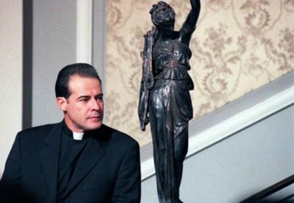 César Évora recuerda que amenazaron con sacar del aire 'El privilegio de  amar' por su personaje   Famosos   Univision