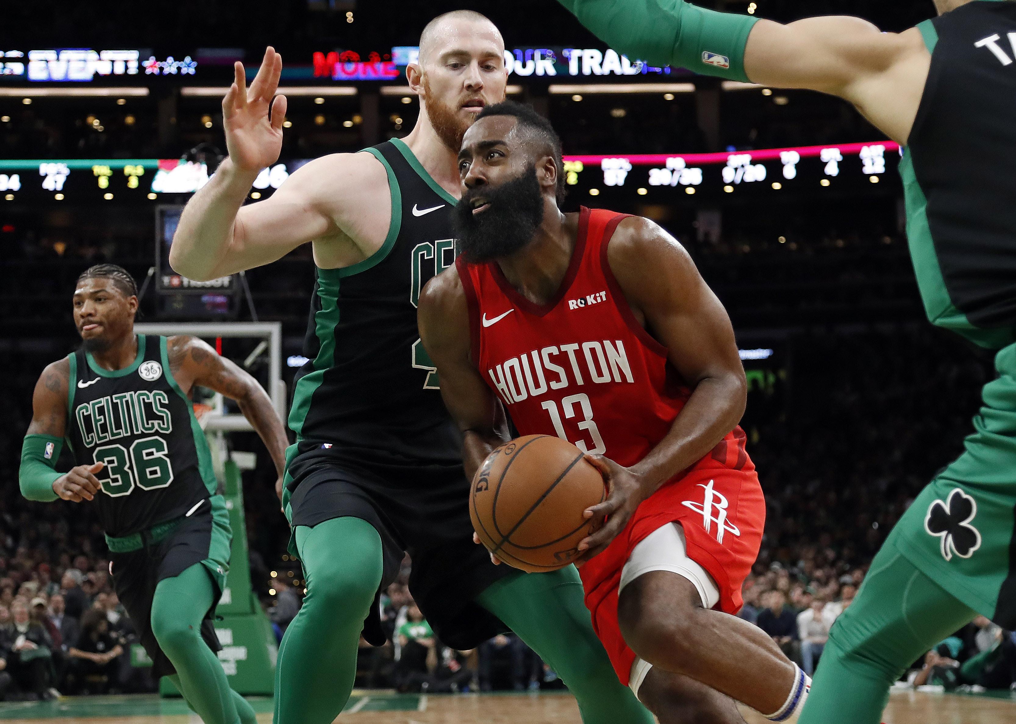 James Harden tuvo otra de esas noches de alarido, al despacharse con 42 puntos para Houston, mientras que por Boston lo mejor de la noche fue la actuación de 24 unidades y nueve rebotes de Kyrie Irving.