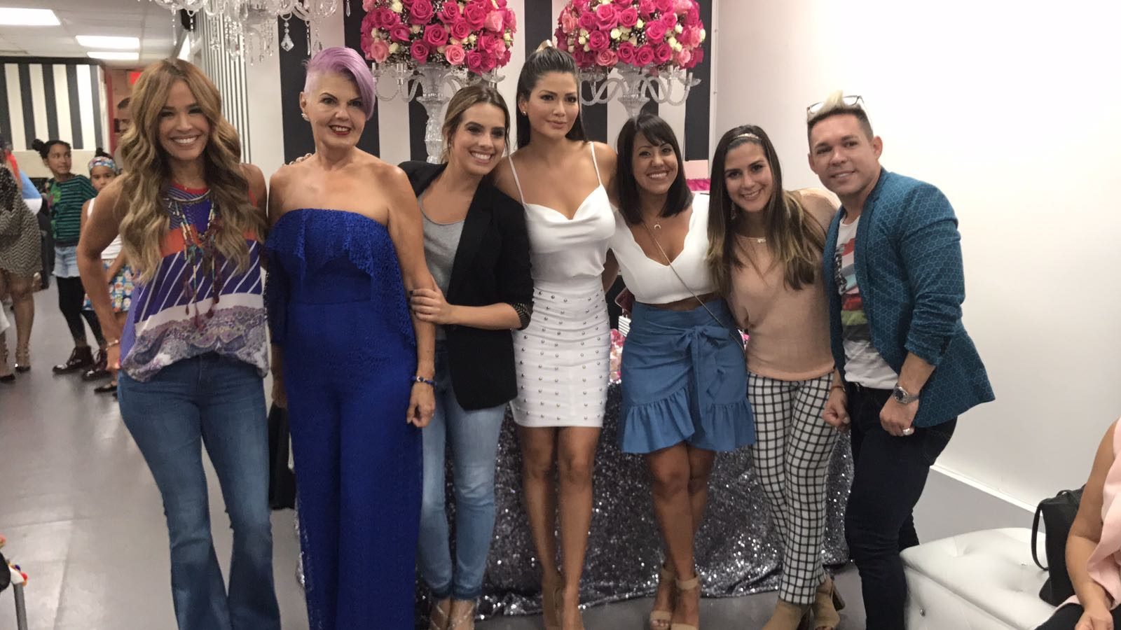 eafcc7b2d Fotos exclusivas  Ana Patricia abrió su propia boutique y todos sus amigos  la acompañaron