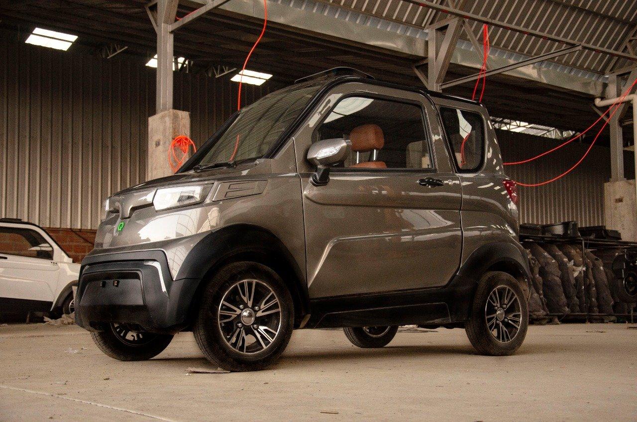 Bolivia se suma a la tendencia y lanza el primer carro eléctrico de  fabricación nacional | A Bordo | Univision