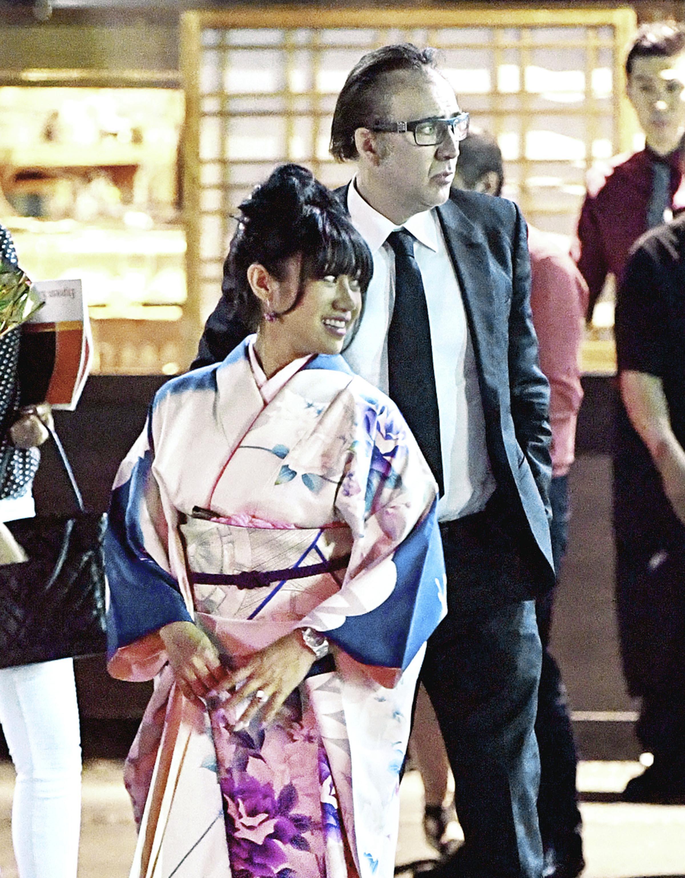 Nicolas Cage coquetea con una Geisha