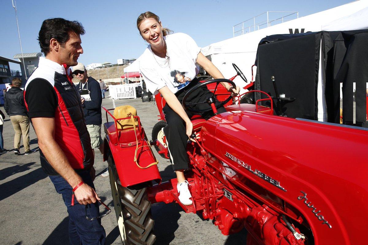 Maria Sharapova aprovecha su tiempo libre al volante de un tractor