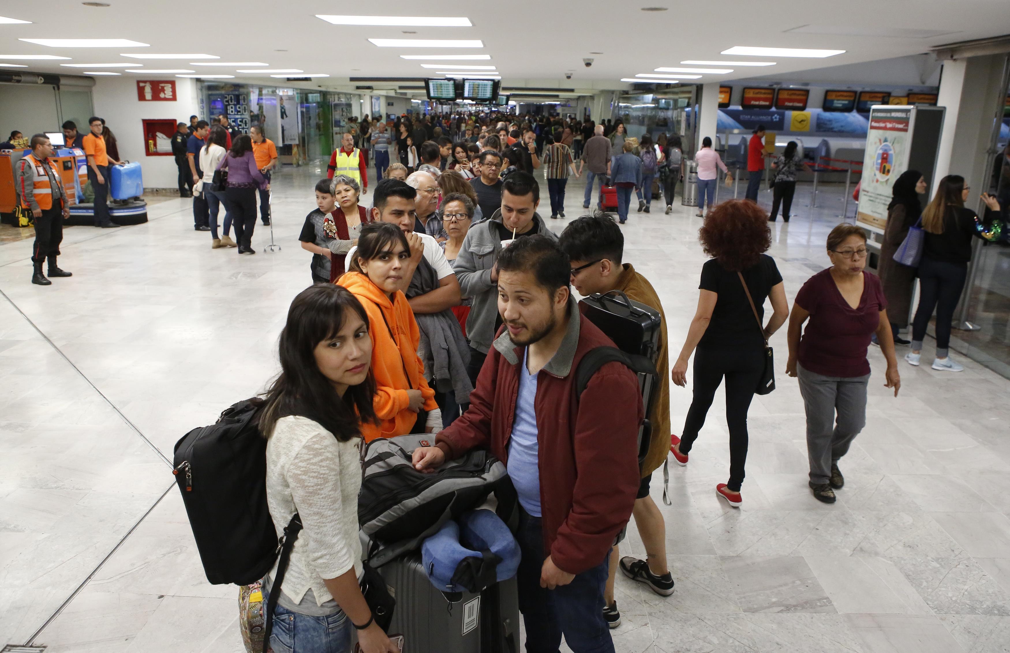 Largas filas y votantes impacientes: así transcurrió la elección presidencial en México