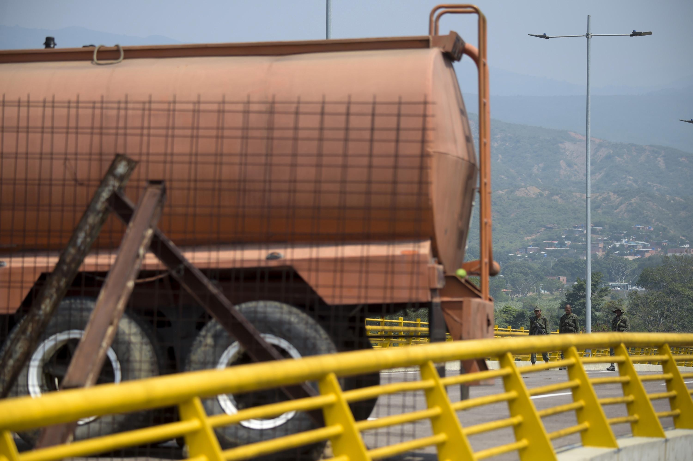 Según han explicado voceros de la Asamblea Nacional de Venezuela, también habrán otros centros de acopio para esta ayuda en Brasil y en una isla del Caribe, que aún no han precisado. La ayuda proviene de empresas de capital venezolano en el extranjero, Colombia y EEUU.