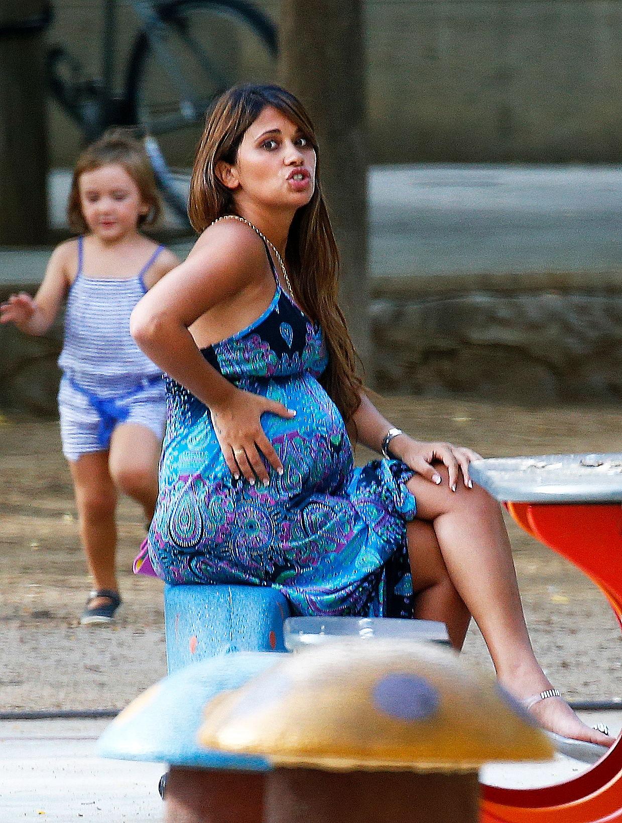 Antonella Roccuzzo Esposa De Lionel Messi Luce Su Pancita De Embarazo