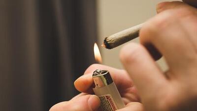 Republican Governor signs law legalizing medical marijuana smoking in Florida