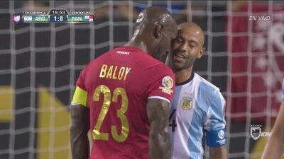 Baloy cabecea a Mascherano y los dos se llevan tarjeta amarilla