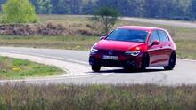 El Volkswagen Golf GTI 2022 da un salto bestial en dinámica de conducción