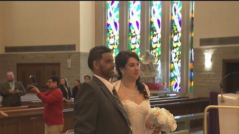 Desafiando a la muerte, esta pareja de hispanos se casó aunque a él le queda poco tiempo a falta de un trasplante
