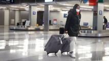 Cientos de viajeros en Chicago deben lidiar con cancelaciones y retrasos en sus vuelos por la tormenta invernal