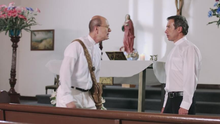 Al ver la extrema necesidad de los inmigrantes, un sacerdote decide ayudarlos directamente, pero se encuentra con la negativa de las parroquias de su ciudad