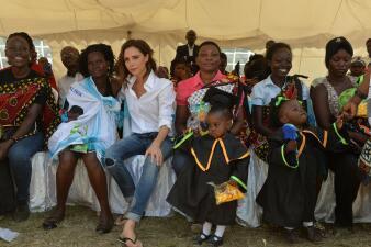Victoria y Brooklyn Beckham viajan a Kenia