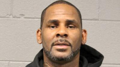 Fijan fianza de un millón de dólares al cantante R. Kelly, acusado de 10 cargos que incluyen abusos sexuales de menores de edad