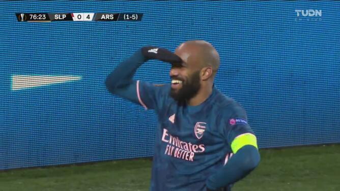 ¡Lacazette hace lo que quiere en el área! Recorta para el 0-4 del Arsenal