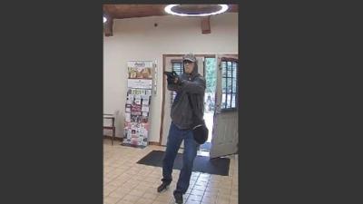 Buscan a sospechoso de robo a mano armada en un banco en Wimberly