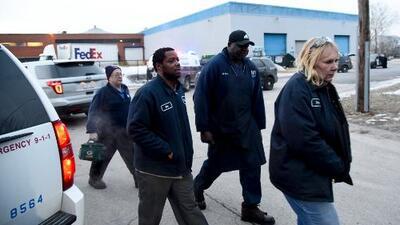 Las llamadas al 9-1-1 revelan miedo y angustia entre voz de trabajadores en la masacre de Aurora, Illinois