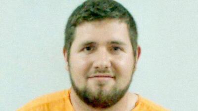 Arrestan a hombre en Florida tras negarse a quitar 'sticker' obsceno de su auto