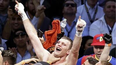 Manny Pacquiao pierde el título mundial Welter en controvertida decisión